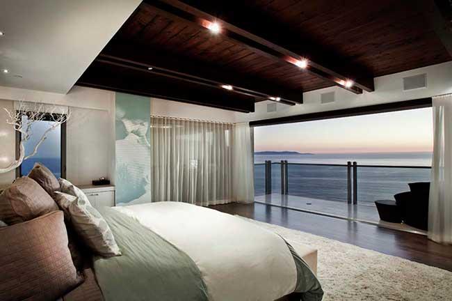расположение спотов на потолке в спальне