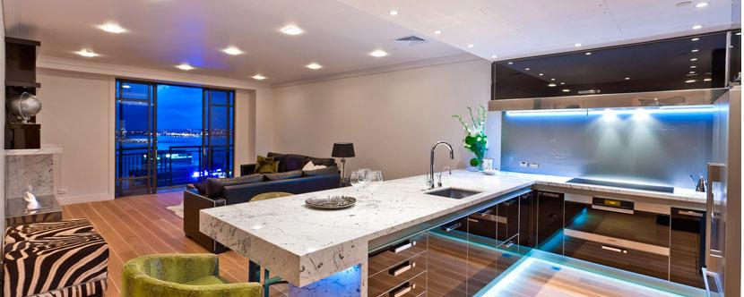 точечные светильники в интерьере гостинной